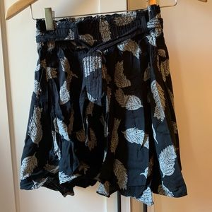 Skirt with tie detailing